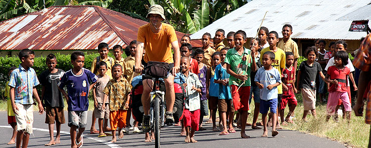 Cycling with Pablo García in Indonesia, by Pablo Olias